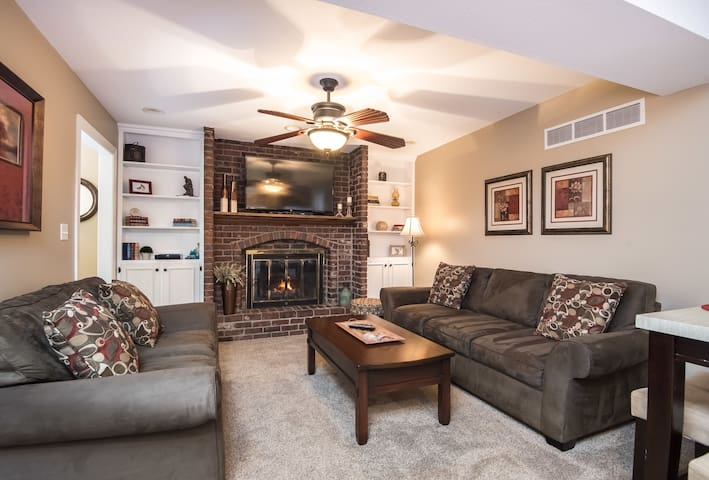 2 Bdrm Apt in Quiet Neighborhood - Family Friendly - Leawood - Wohnung