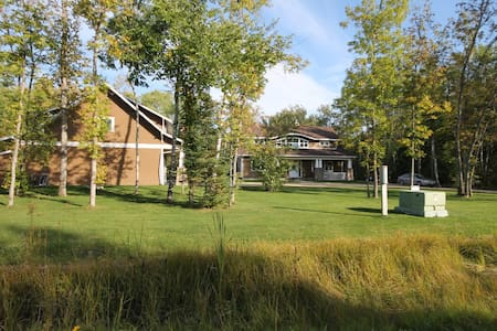 BEAUTIFUL HOME ON GOLF COURSE IN COTTAGE COUNTRY! - Traverse Bay