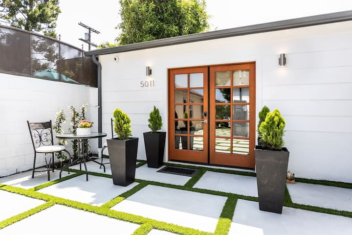 Brand New Charming Guest House in  Toluca Lake.