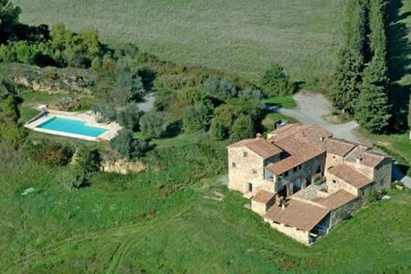 Villa con piscina 10 pax, panoramica e tranquilla - Lilliano