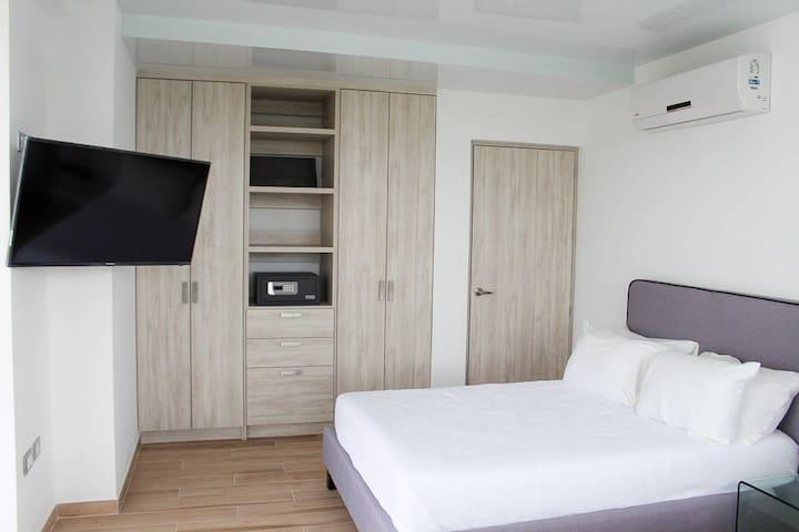 Macondo 5th Av #501 - 1br Luxury Condo Ocean View.