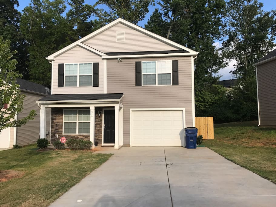 Large Home With Private Backyard And Hot Tub Houses For Rent In Charlotte North Carolina