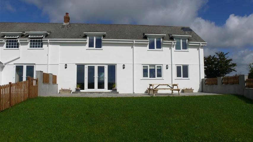 Llanelen Farm, Sleeps 2