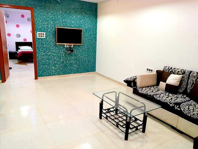 Stylish 2BHK near Bombay Hospital