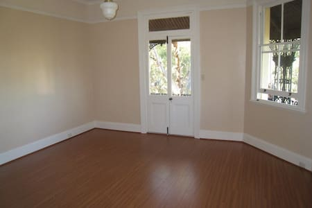 Unfurnished 2-bedroom unit - Hunters Hill - Apartment