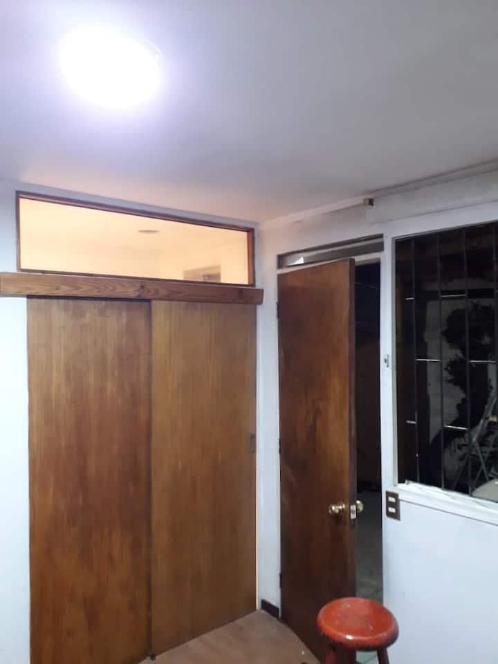 HABITACION EN APACIBLE BARRIO DE VITACURA