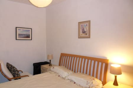 Lovely double room b&b Wakefield