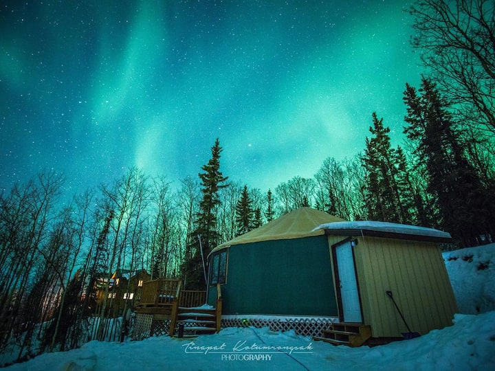 The Borealis Yurt ~ Mountain Getaway With Views