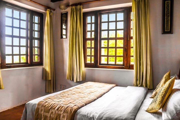 Hill View Room @ Frozen Woods - Pura Stays - Mukteshwar - Gästehaus