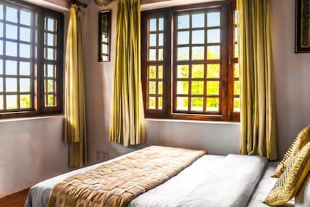 Hill View Room @ Frozen Woods - Pura Stays - Mukteshwar - Guesthouse