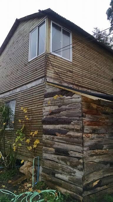 lo rustico de la cabaña su parron de uva