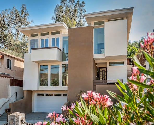 Brand New Modern in Hollywood Hills - Los Angeles - Hus