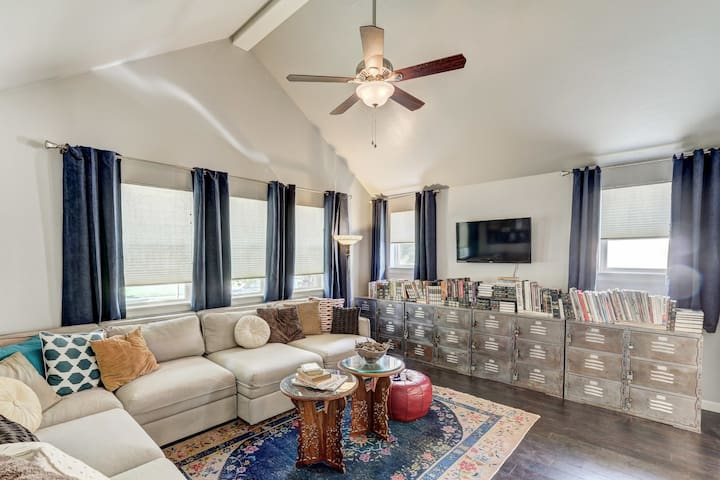 Val's Eclectic Classen Cottage