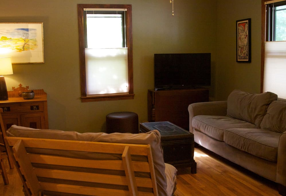 """""""Annie's place is an excellent oasis from downtown. The house is gorgeously renovated"""""""