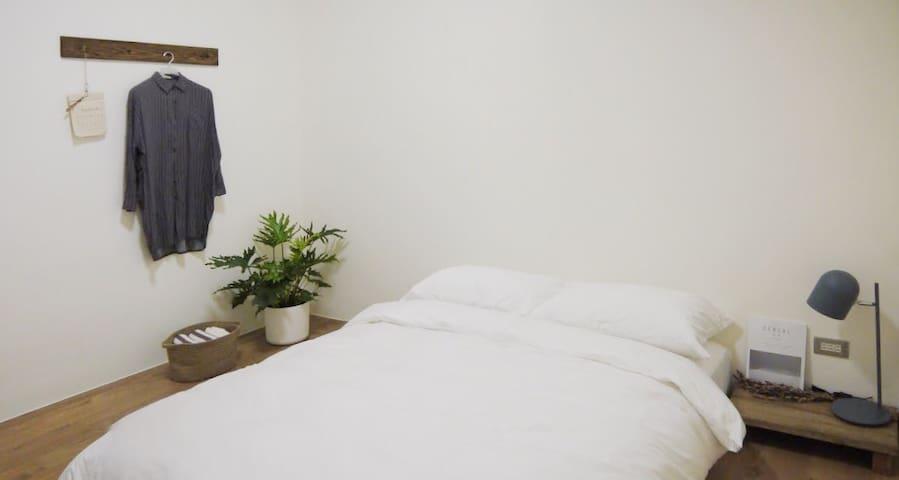 臥房 2  /  bedroom 2 當2人預訂時,此臥房不開放使用。