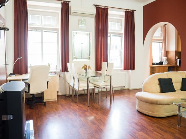 Spacious and homely place in the heart of the city