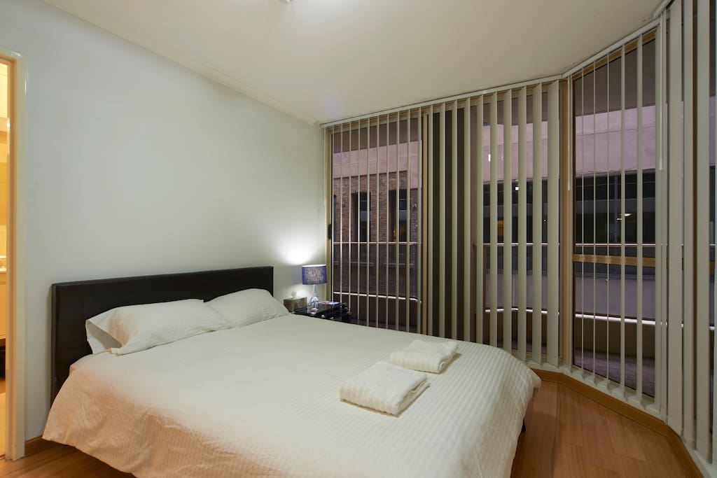 sch ne m blierte wohnung in cbd wohnungen zur miete in sydney new south wales australien. Black Bedroom Furniture Sets. Home Design Ideas