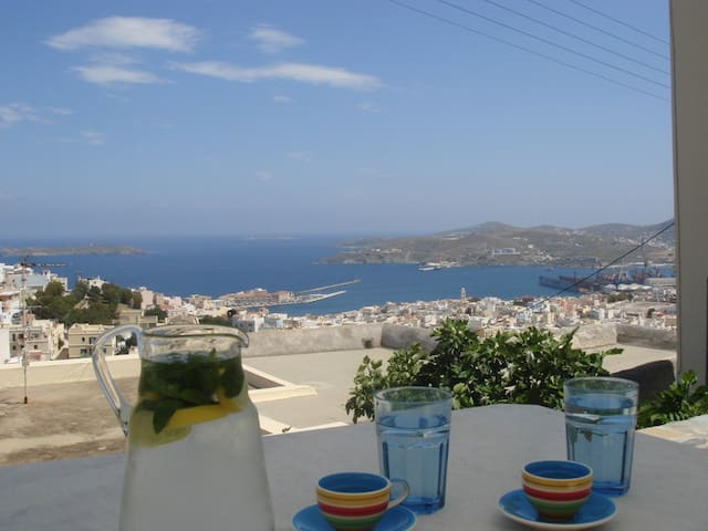 Spectacular Ano Syros for 4 people - Ano Syros - Daire