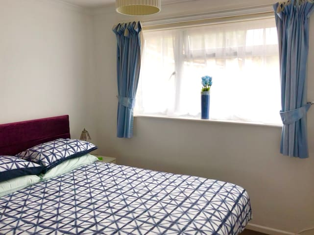 Double bedroom with king bed New ultra comfortable and firm mattress.