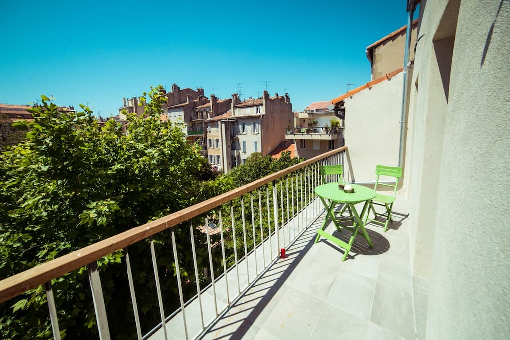 Terrasse avec vue sur les jardins appartements louer for Appartement marseille avec terrasse