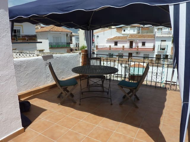 Malaga district budget holiday home - Benamocarra - Huis