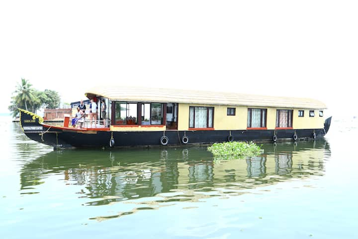 Cruise houseboat with lunch from 11.00am to 5.00pm