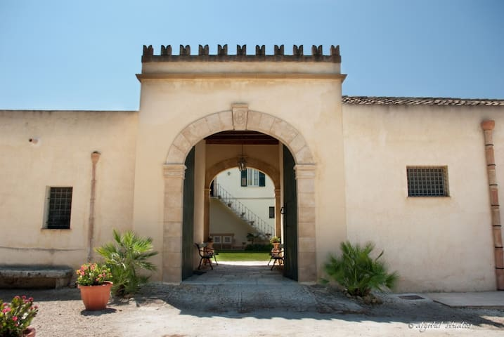 B&B- Apartments in the noble Villa - Trapani - Bed & Breakfast