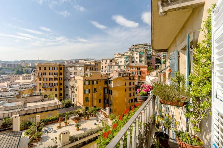 Above the historic center rooftops - Genoa - Apartment