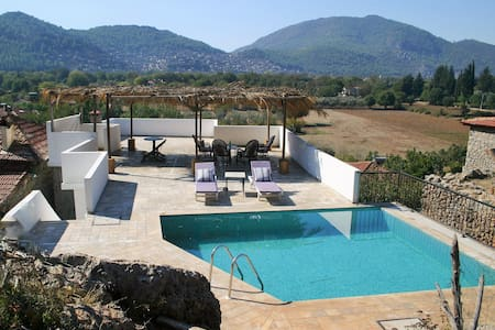 Renovated villa with private pool - kayakoy - Ev