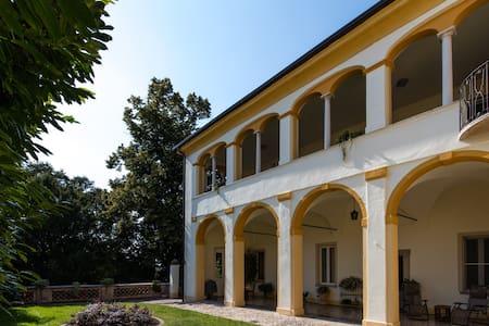 Independent Suite in the beautiful Villa Mose' - Montichiari