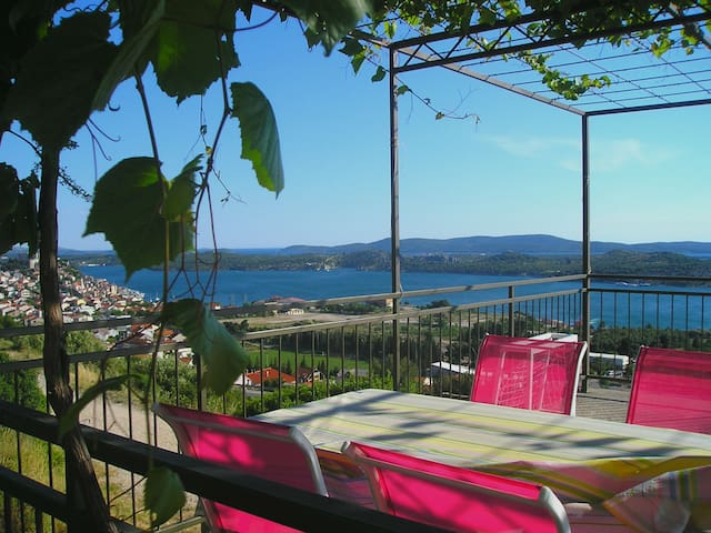 Apartment Paolo Beautiful Sea View - Šibenik - 아파트