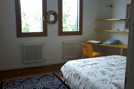 Luminosa stanza con vista parco - Conegliano