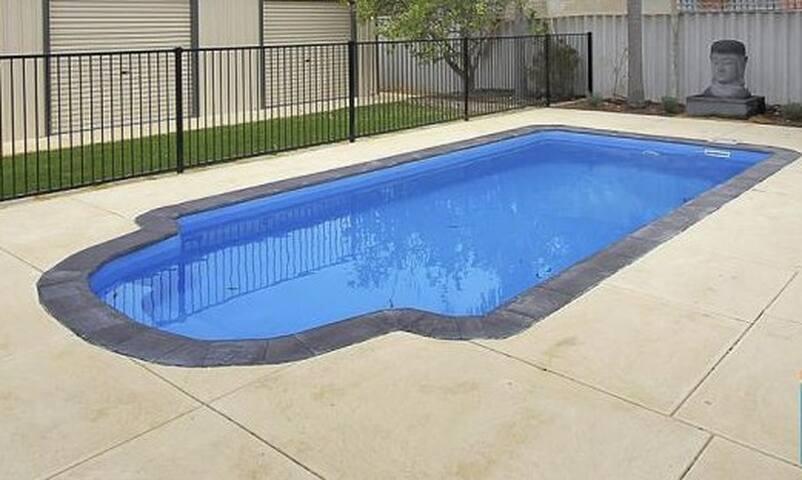 Modern home with pool QUINNS HEAVEN - Quinns Rocks - Casa