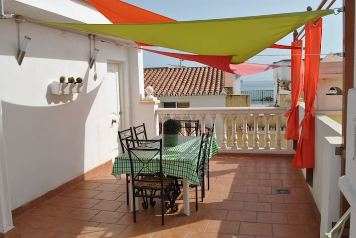 Apartment 30 meters from the beach