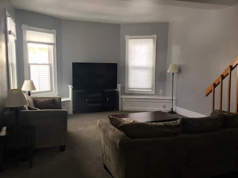 The Rowley Retreat- Large apartment in Park Ave