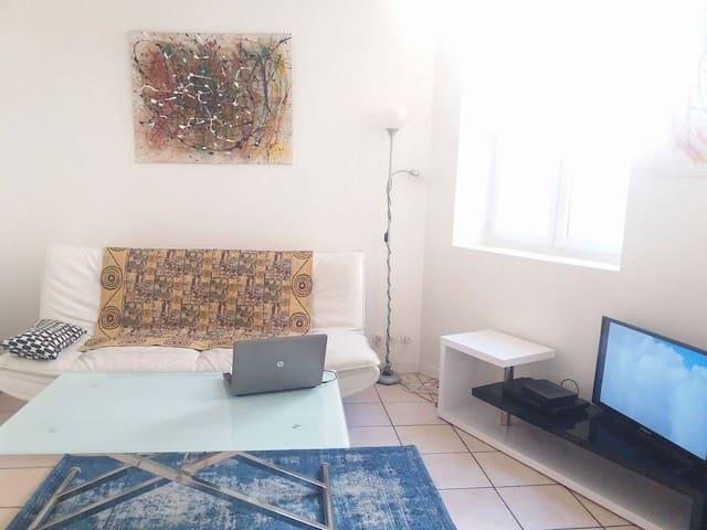 Chambre dans un duplex en plein centre ville - Marseille - Appartement en résidence