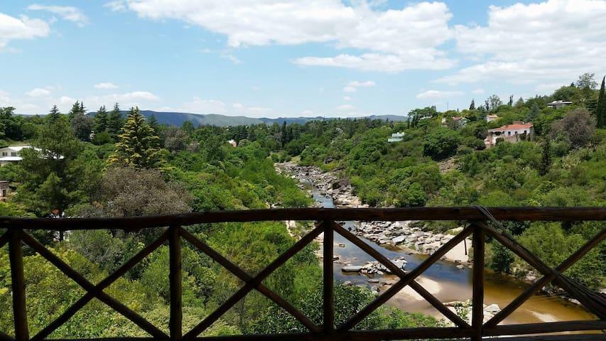 Casa frente al río. En Icho Cruz. Excelente vista. - Córdoba - Huis