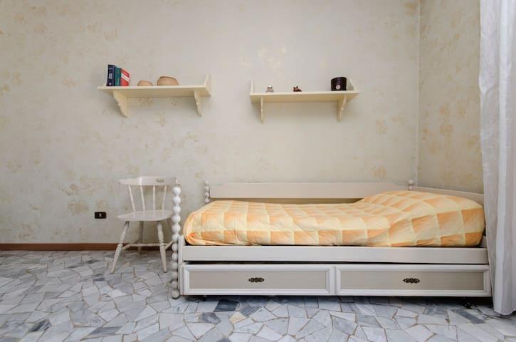 Bright bedroom, 10 min from Loreto