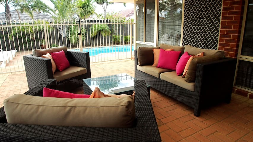 MINDARIE VILLA FAMILY  RETREAT  PERTH HOLIDAY STAY
