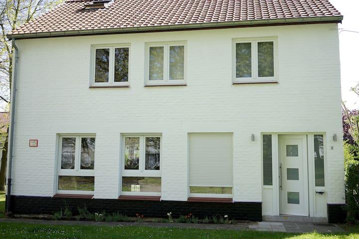 Chambre cosy dans belle maison - Mons - House