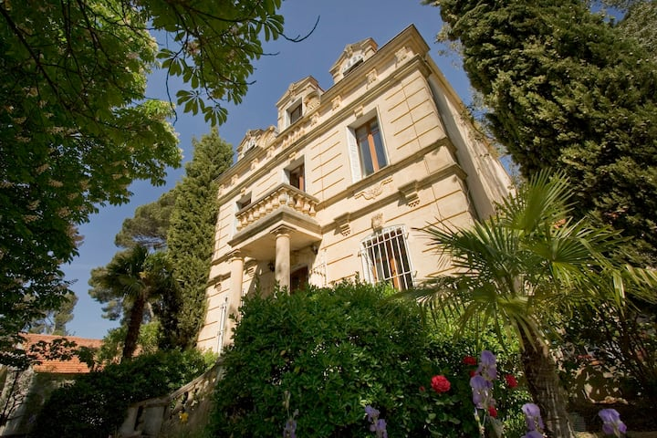 Castel du XIX à Aix Pce pool parc