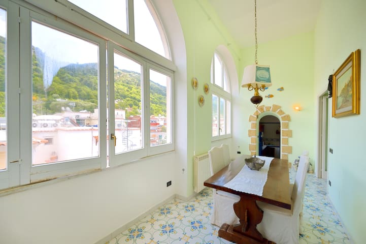 Charming apartment in Anacapri's epicenter!