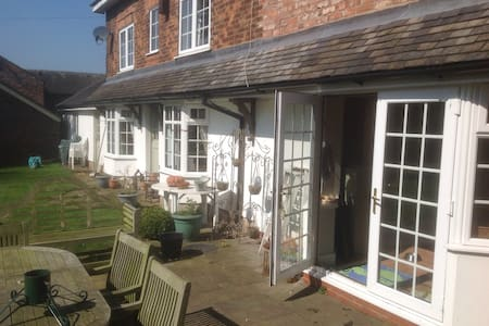 Cosy bedroom with en suite - Cheshire East - Pousada