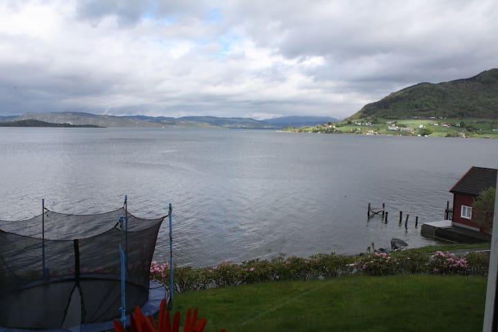 Two bedroomed appt with Fjord view - Rosendal - Daire