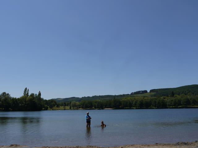 Meer met strand bij Saint Eloy (20 km)