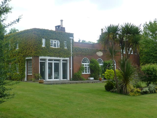Lovely house in its own grounds - West Sussex - Huis