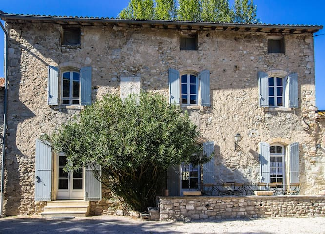Stunning farmhouse with private pool in Provence