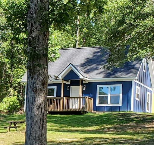 New Modern cabin on lake, and Boat/Kayak rental