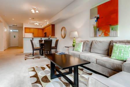 Modern Furnished 2Bedroom Princeton Apt - プリンストン