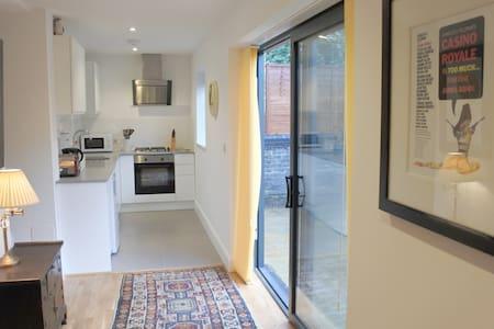Cosy 2 Bedroom garden flat in Battersea/Clapham - Apartemen